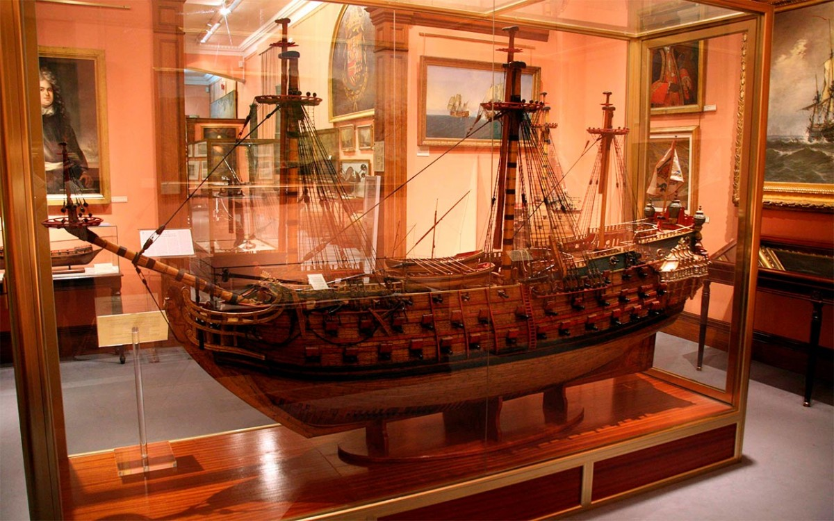 Llamada urgente: Museo Naval